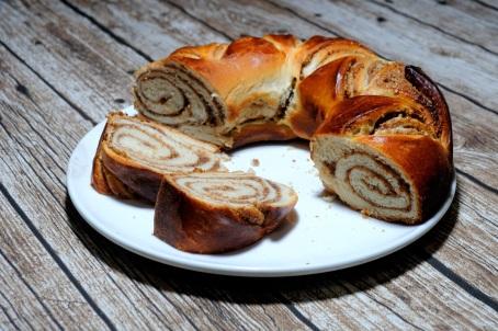 Cinnamon swirl bread ring